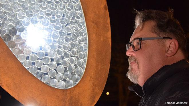 Odsłonięcie rzeźby plenerowej w Krośnie